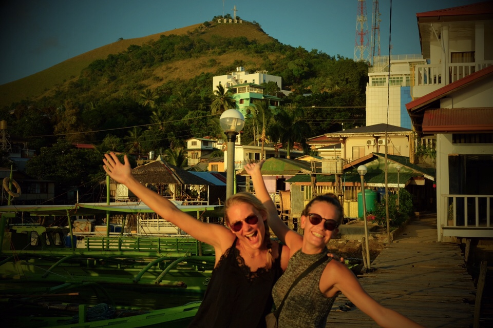 De Filipijnen: Boven op de berg is het Coron teken te zien