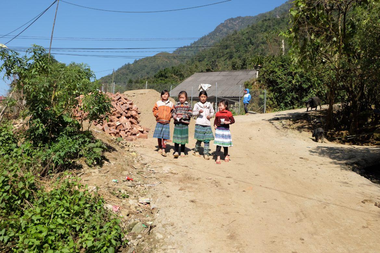 Vietnam: Sapa children