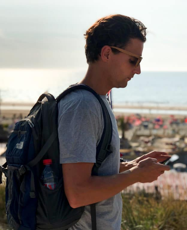 How to stay online without breaking the budget while travelling?