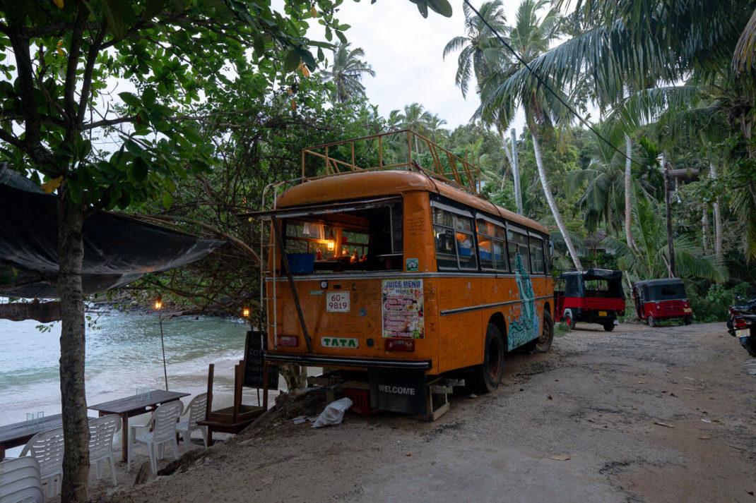 Best bus foot of Sri Lanka Dickwella