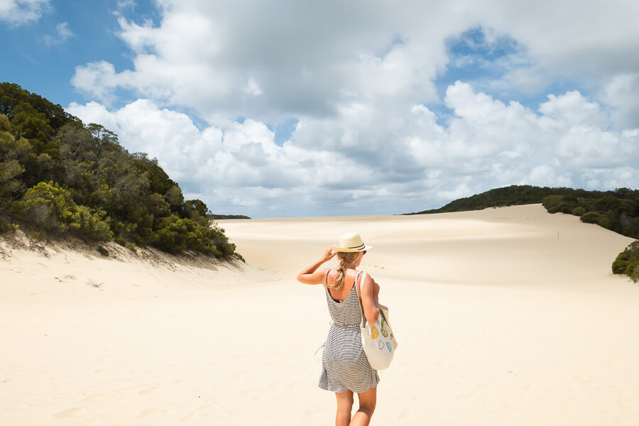 Travel Guide Fraser Island Lake Wabby and sand dunes