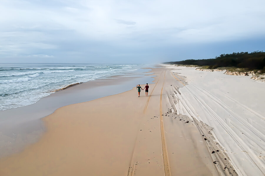 Travel Guide Fraser Island walking on 75 mile beach