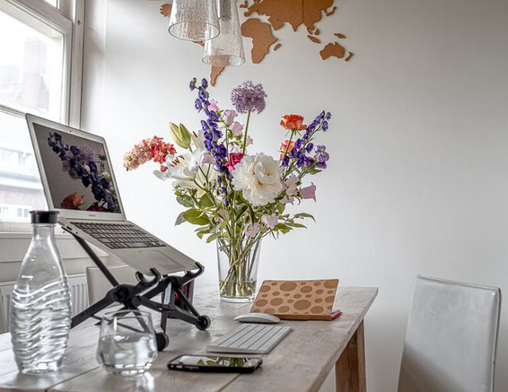Thuiswerkplek inrichten als digital nomad! Onze favoriete spullen plus 7 thuiswerktips!